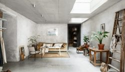HOME TOUR | The beauty of raw concrete walls in…
