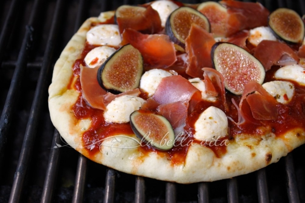 Grilled Pizza with Figs and Prosciutto