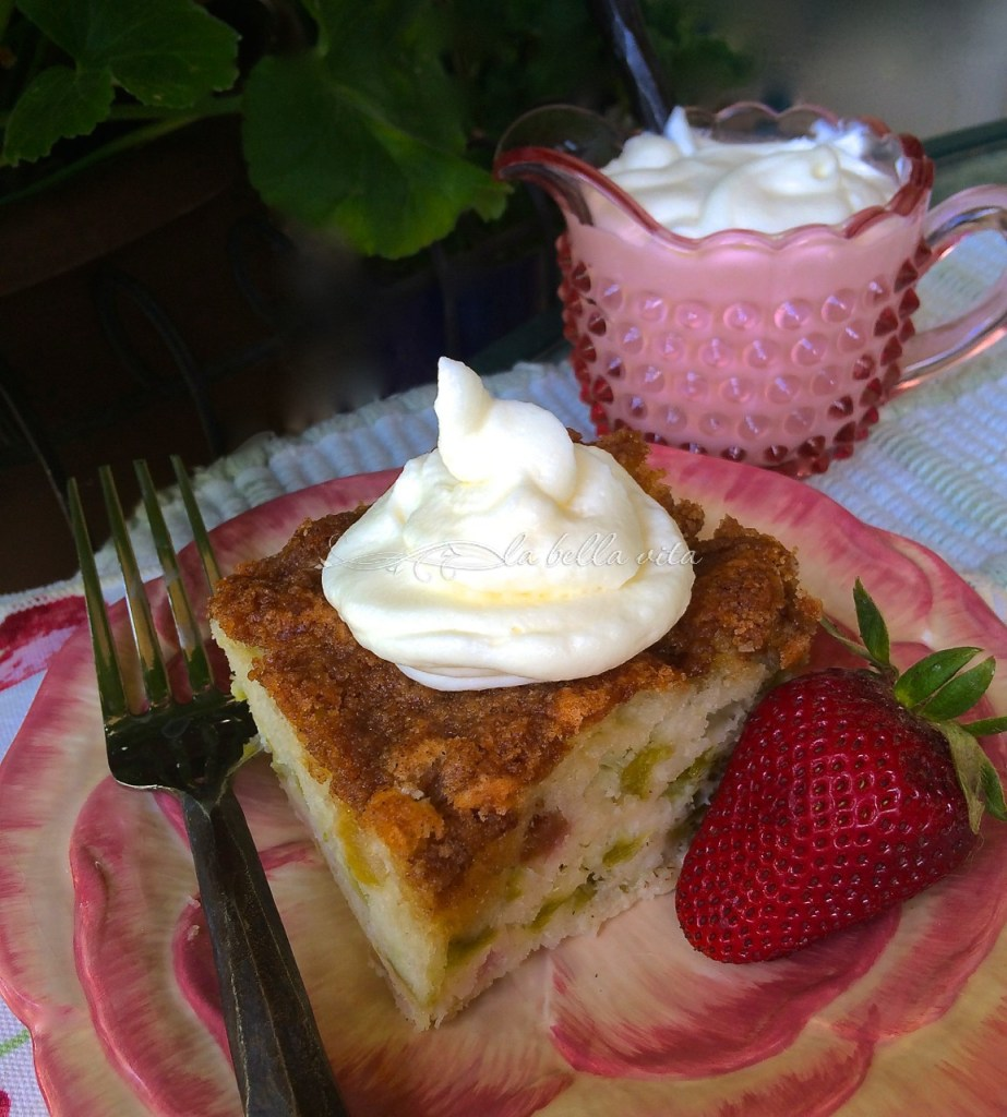 Rhubarb streusel cake with mascarpone cream