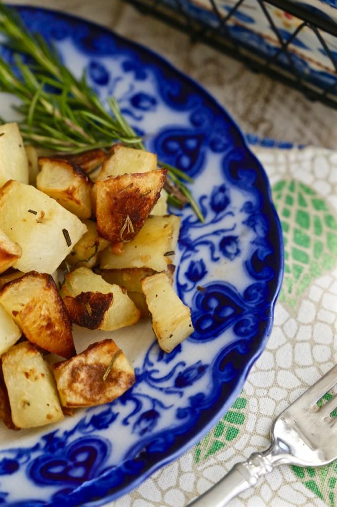 Italian Roasted Rosemary and Garlic Potatoes - a classic ...