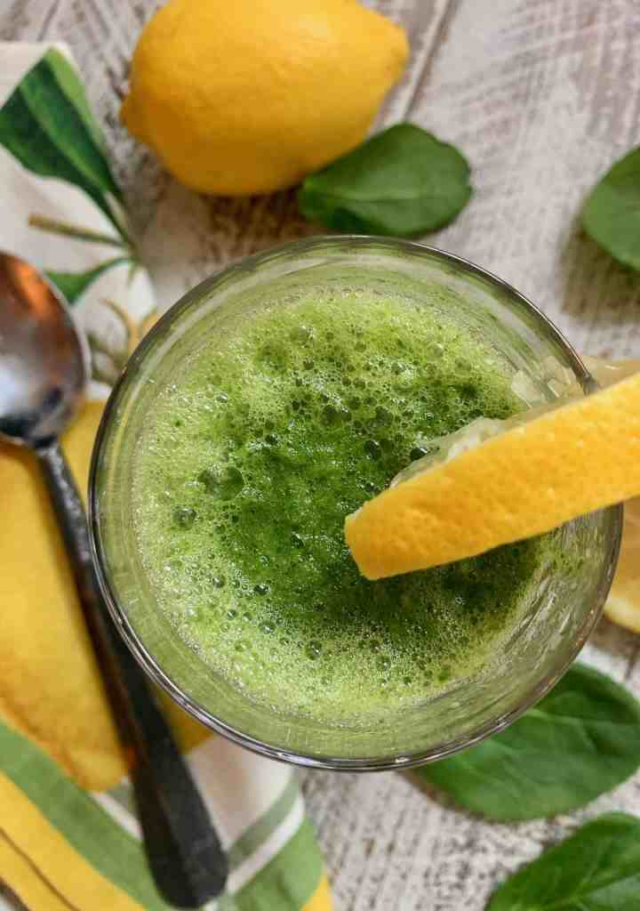 Detox Smoothie packed with EFFECTIVE Pineapple, Spinach, and Ginger! ~ La Bella Vita Cucina