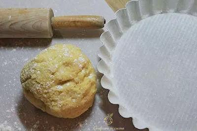 Crostata con crema al limoncello e amaretti