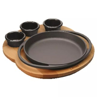 Oval plate with wooden platter