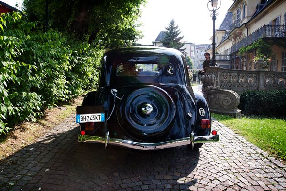 italian-wedding-vintage-car