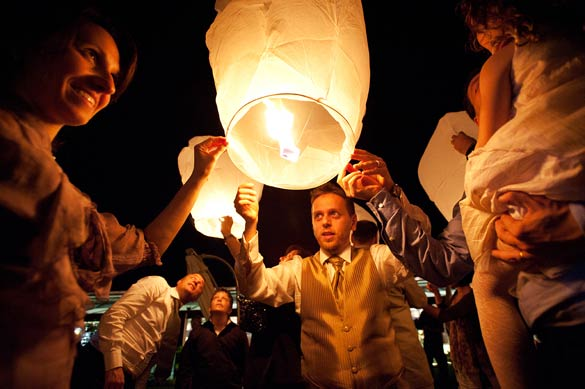 wedding-flying-lanterns-in-Italy