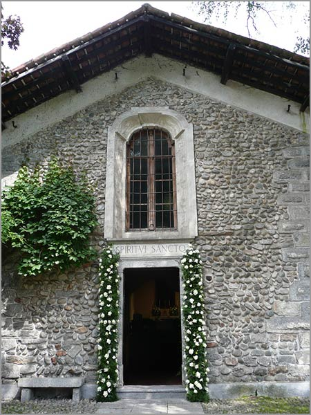 private-country-wedding-chapel-Italy
