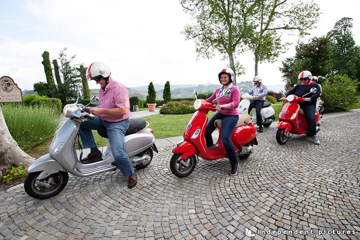 05_Vespa-tour-weeding-in-Langhe