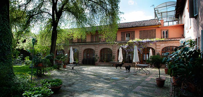 A Natural Country Wedding in a Romantic Restaurant in Monferrato