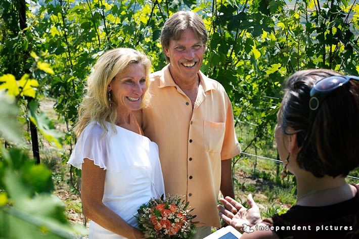 elope-in-Barbaresco-vineyards-Piemonte-countryside-Italy