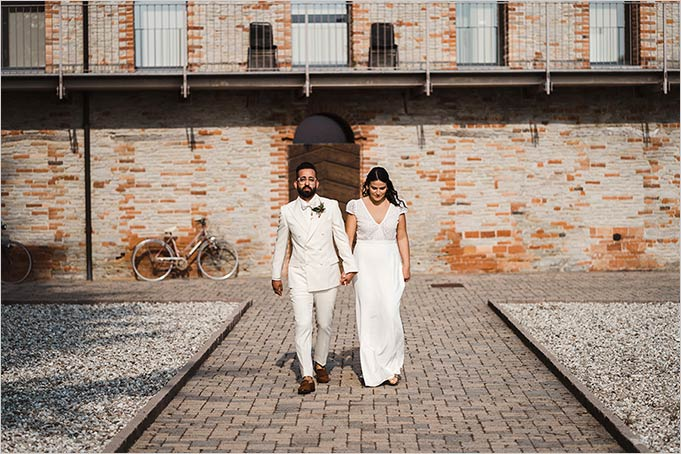 Outdoor country chic ceremony in Italy