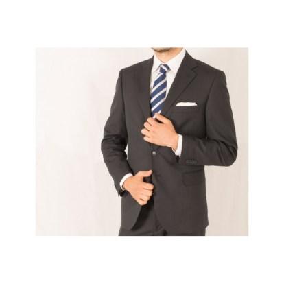 abito-adatto-a-cerimonia-e-per-uomo-in-carriera