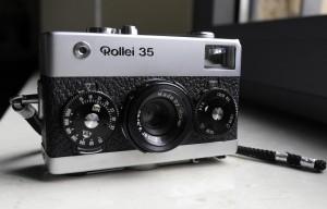 La fotocamera con obiettivo rientrato