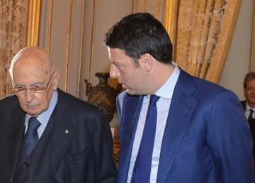 Napolitano con Renzi in occasione dell'incontro al Quirinale con alcuni membri del Governo in vista del prossimo Consiglio Europeo il 17/12/2014. Foto: Quirinale