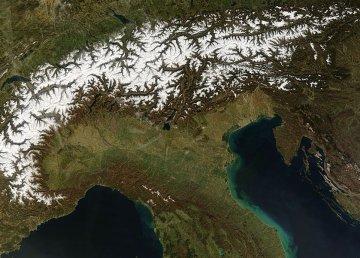 Foto da satellite. [Vista delle Alpi austriache]. Attraverso Wikipedia