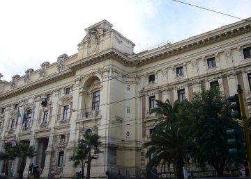 Roma, Ministero della Pubblica Istruzione a viale Trastevere. Di Lalupa - Opera propria, CC BY-SA 3.0, https://commons.wikimedia.org/w/index.php?curid=12205320