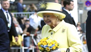 Inghilterra, la Regina Elisabetta festeggia 90 anni