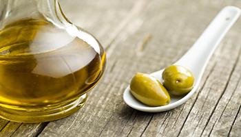 Comprare l'olio senza farsi fregare: le 10 cose a cui devi fare attenzione