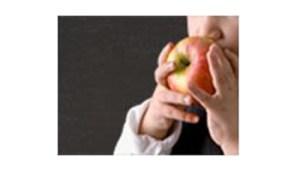 Bambino-a che mangia la mela - www-mipaaf-it - 350X200
