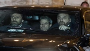 Italian Prime Minister, Paolo Gentiloni (C), leaves by car the Quirinale Palace at the end of the meeting with the Italian President Sergio Mattarella, in Rome, Italy, 28 December 2017. ANSA/ANGELO CARCONI