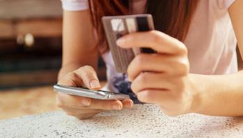 E-commerce, gli italiani preferiscono ancora lo shopping tradizionale