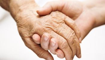 Legge 104/92, bonus in arrivo dall'Inps per chi cura un anziano o un disabile