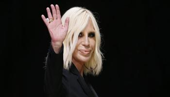 """Donatella Versace. """"In Italia nessuno compra perciò vendo alla Kors"""""""