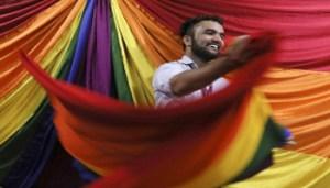 Gay in India Non è più reato - www-rainews-it - 350X200
