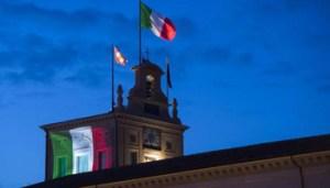 Il Palazzo del Quirinale con il Torrino illuminato in serata con il tricolore in occasione della Festa della Repubblica. Roma, 2 giugno 2016. ANSA/ UFFICIO STAMPA QUIRINALE/ PAOLO GIANDOTTI +++ ANSA PROVIDES ACCESS TO THIS HANDOUT PHOTO TO BE USED SOLELY TO ILLUSTRATE NEWS REPORTING OR COMMENTARY ON THE FACTS OR EVENTS DEPICTED IN THIS IMAGE; NO ARCHIVING; NO LICENSING +++