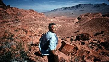 Michelangelo Antonioni - zabriskie-point-1970-002-00m-swr-antonioni-in-canyon - www-iiclondra-esteri-it - 350X200