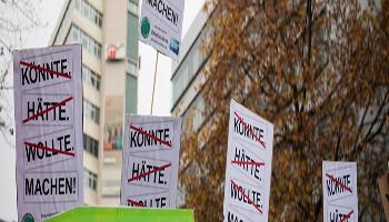 "I manifestanti evocano ""l'emergenza climatica"" nelle demo globali di venerdì"