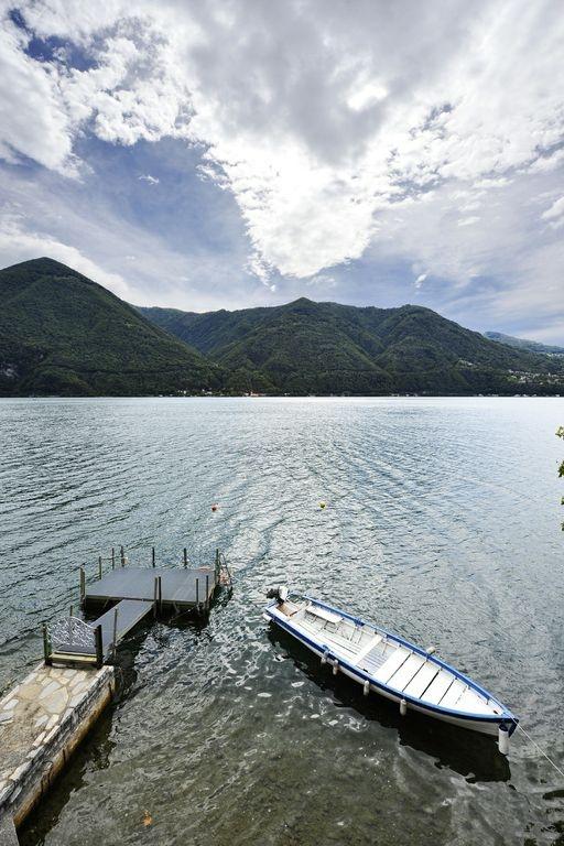 lake lugano boat mooring