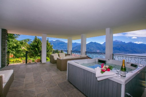 Terrace with Jacuzzi and breathtaking view of Lake Como