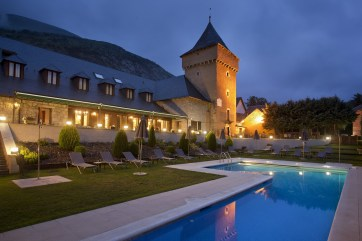 """Typical """"Parador"""" trasformed in a Luxury Resort, Spain"""