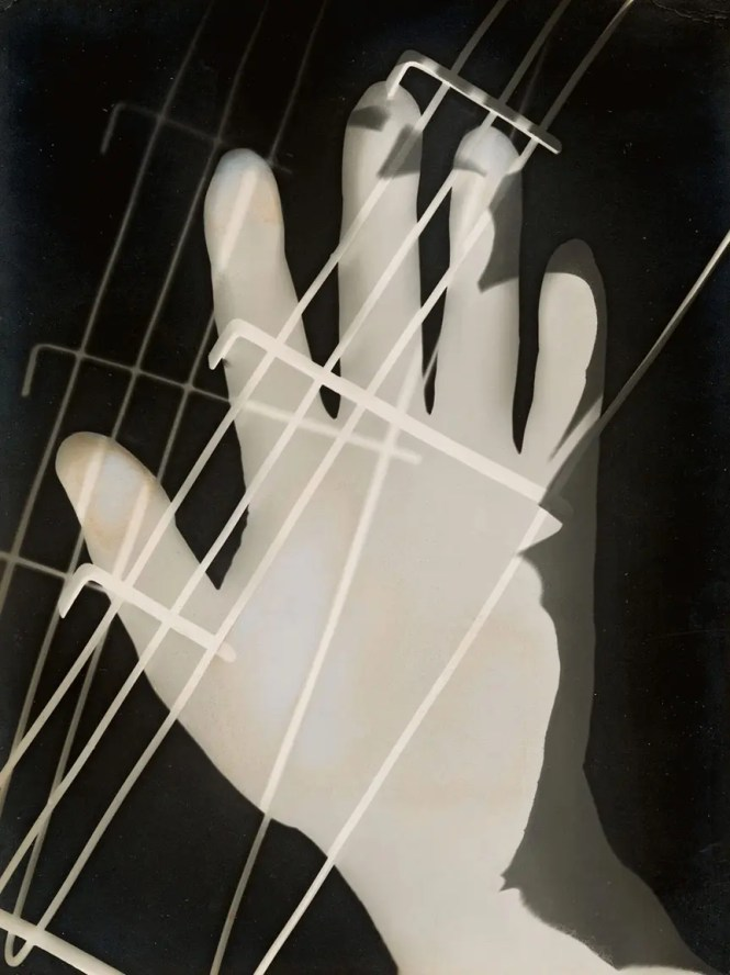 1.Moholy-Nagy, Photogram, 1926 Gelatin silver photogram, 23.8x17.8 cm. Los Angeles County Museum of Art, Ralph M. Parsons Fund. © 2016 Hattula Moholy-Nagy/VG Bild-Kunst, Bonn/Artists Right Society (ARS), New York © 2015 Museum Associates/LACMA