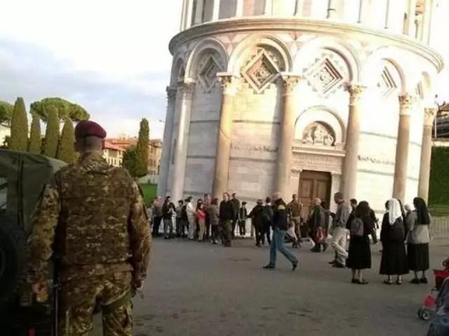 Controlli antiterrorismo a Pisa, dove è stato arrestato un tunisino che progettava attacchi suicidi ala torre pendente