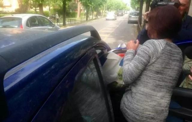 L'infermiera di Piombino Fausta Bonino, in carcere dal 31 marzo scorso, lascia il carcere don Bosco di Pisa, 20 aprile 2016. Il tribunale del riesame di Firenze avrebbe annullato l'ordinanza d'arresto. La donna era stata arrestata con l'accusa di aver provocato la morte di 13 pazienti del reparto di rianimazione dell'ospedale con Eparina. (ph. Ansa/Masiero)