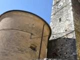 Il campanile della chiesa di San benedetto a Colonnata, Carrara (ph. In24/P. Russo)