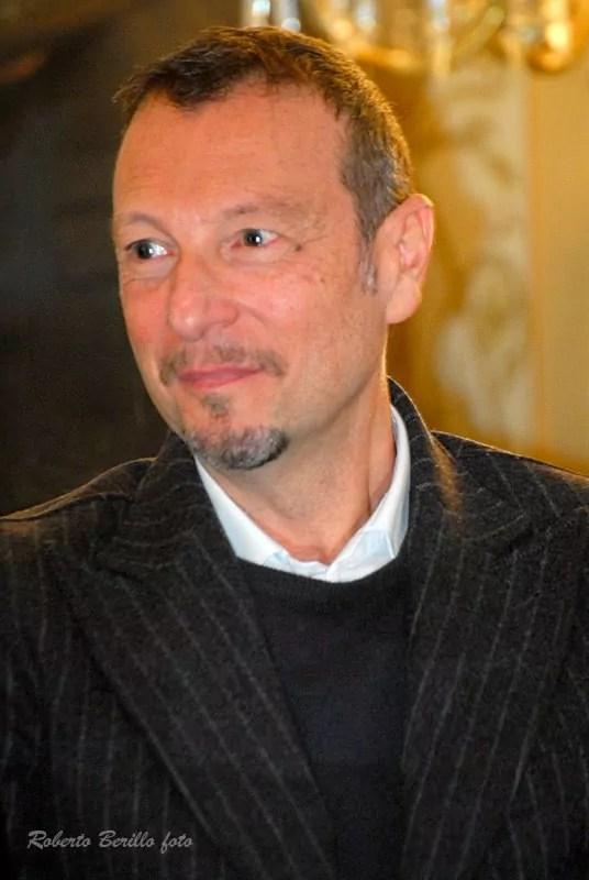 Amadeus durante la conferenza stampa della trasmissione di Rai 1 L'anno che verrà a Potenza nella sontuosa cornice del Teatro Francesco Stabile in piazza Mario Pagano (ph. In24/R. Berillo).