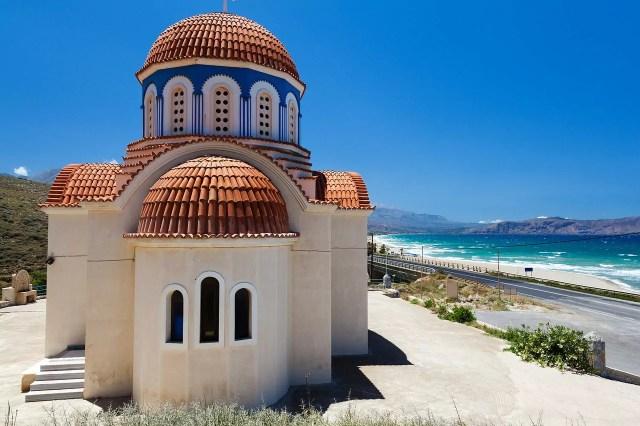 Creta chiesa ortodossa a un passo dalla spiaggia spiaggia.
