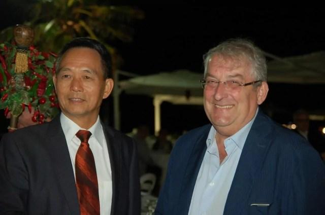 Il deputato ed ex sindaco di Diamante Ernesto Magorno e il presidente della Dezhuang Li Dejian.