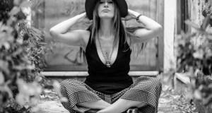 """Intervista alla pianista partenopea Elisabetta Serio, che torna con """"16"""", l'album delle emozioni con l'omaggio ai grandi della musica contemporanea."""