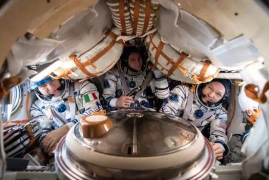 L'astronauta Paolo Nespoli e i suoi compagni Randy Bresnik della Nasa (a destra) e Sergei Ryazansky della Roscosmos nella navicella spaziale Soyuz MS-05 (ph. Esa/Nasa).