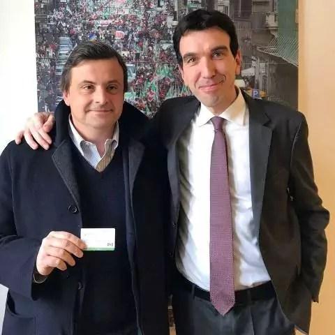 Pd, Carlo Calenda riceve la tessera da Maurizio Martina.
