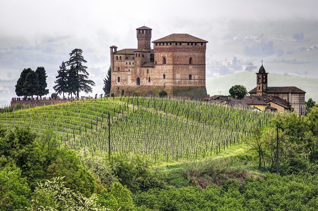 Il Castello di Grinzane Cavour (ph. Flickr / Franco Celot).
