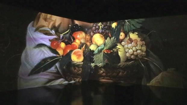 Unallestimento con i frammenti del Ragazzo, e della canestra di frutta.