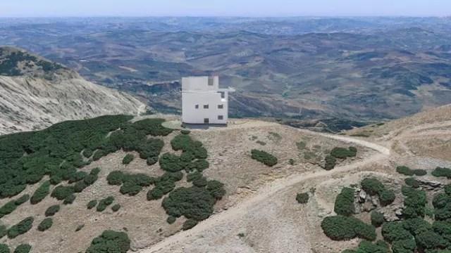 La struttura dell'Asi in cui sarà installato il telescopio Flyeye, a Monte Favara in Sicilia (ph. Esa).