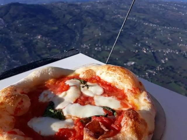 pizza da record sulla mongolfiera