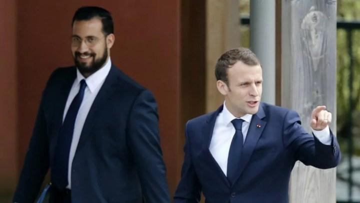 Emmanuel Macron e la sua guardia del Corpo Alexandre Benalla (ph. France24).