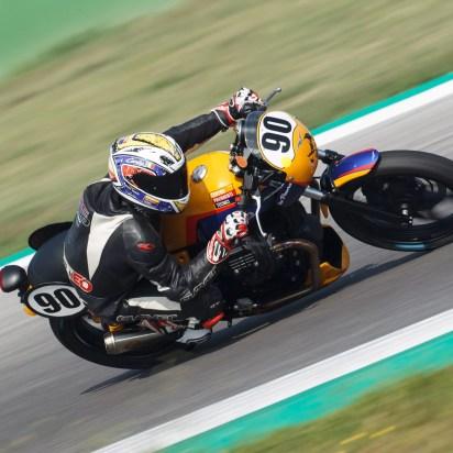 04-moto-guzzi-fast-endurance