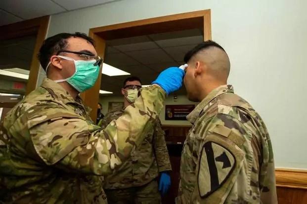 Soldati Usa sottoposti a test per Coronavirus il 26 febbraio nella caserma USAG-Casey a Dongducheon (Corea del Sud (ph. U.S. Army/Sgt. Amber I. Smith).
